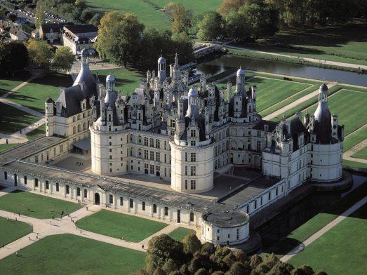 http-::grand-hotel-tours.com:chateau-de-chambord-vallee-de-la-loire:?lang=en