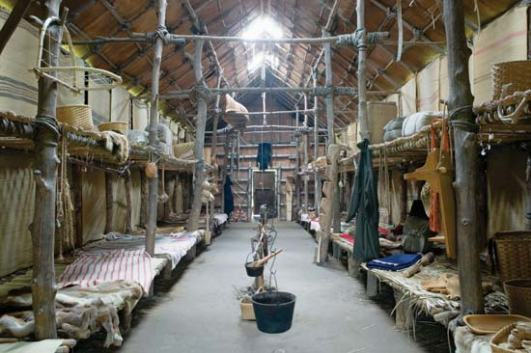 http-::kids.britannica.com:comptons:art-136194:The-interior-of-a-reconstructed-longhouse-shows-the-typical-living