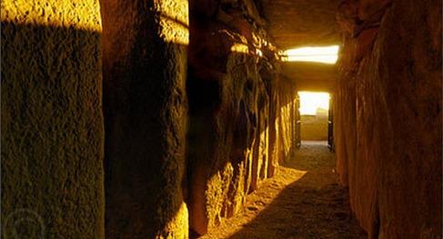 http-::www.breakingnews.ie:ireland:newgrange-puts-on-its-solstice-show-655411