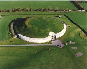 http-::www.socialsoccer.ie:index.php:things-to-do-dublin:33-newgrange-5000-years-old