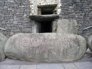 https-::commons.wikimedia.org:wiki:File-Newgrange_Entrance