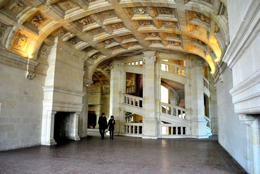 https-::commons.wikimedia.org:wiki:File-The_interior_of_the_lantern_over_the_spiral_staircase_-_Chambord_Castle,_FRANCE