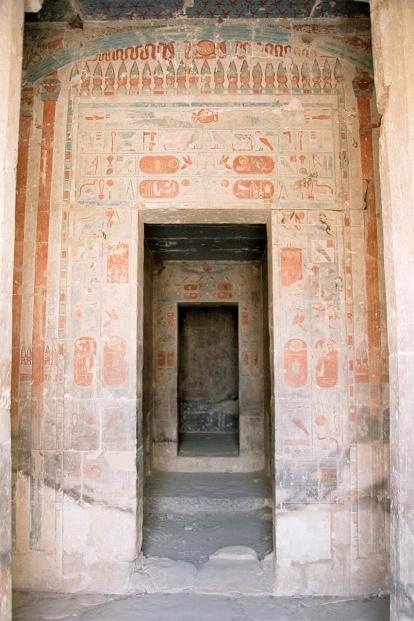 https-::en.wikipedia.org:wiki:Deir_el-Bahari