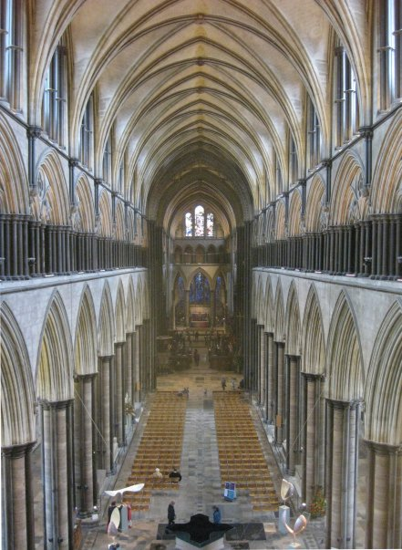 https-::upload.wikimedia.org:wikipedia:commons:8:8c:Salisbury_Cathedral,_Nave