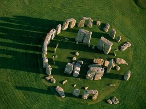 https-::www.awesomestories.com:asset:view:Stonehenge-Aerial-View::1