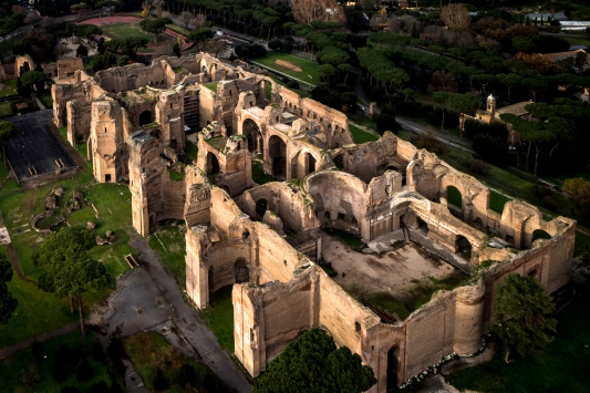 https-::www.tourinrome.com:rome-caracallas-bath-circus-maximus-colosseum-tour: