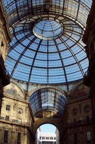 Glass_dome_-_Galleria_Vittorio_Emanuele_II_-_Milan_2014